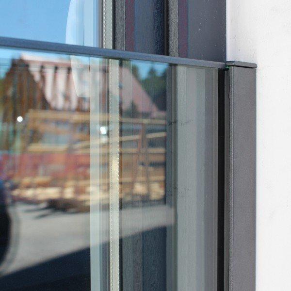 Französischer Balkon mit Profil-Befestigung direkt auf dem Fensterrahmen