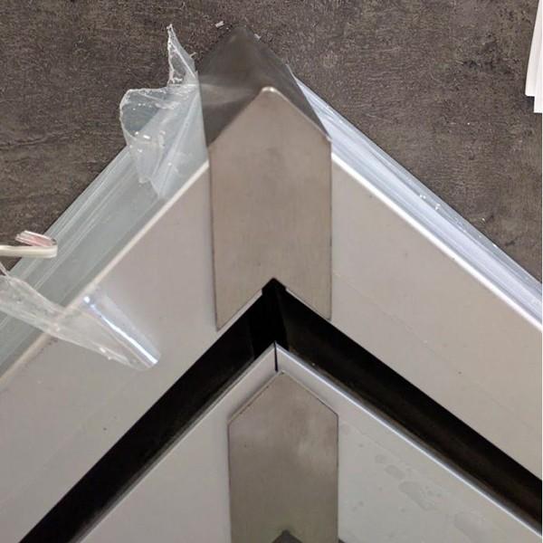 Profilsystem für Vordach und Seitenwindschutz mit Verbindung über 90° - Fixhöhe 2.400 mm, Bild 7