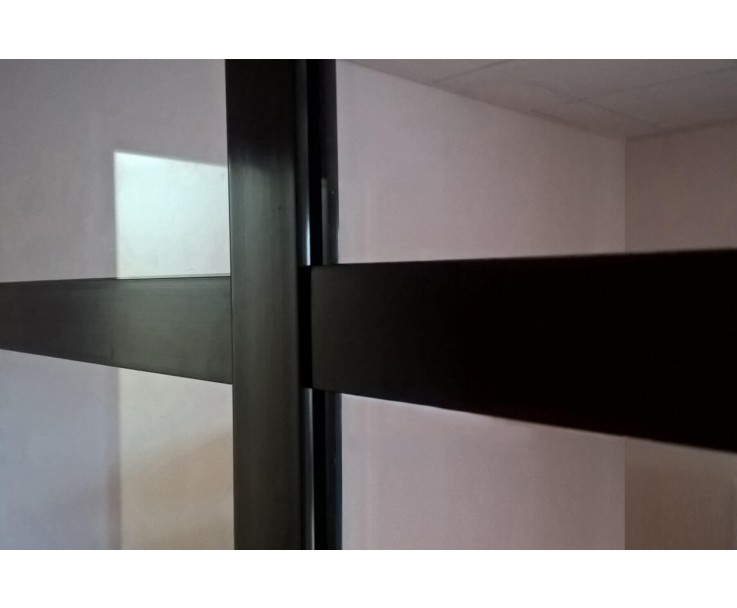 Flaches Kunststoffprofil in schwarz zum aufkleben auf Glasscheiben, Bild 5