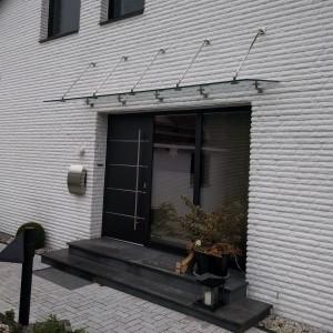 Quadratische Vordachabhängung aus Edelstahl