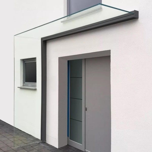 Montiertes Vordach mit Seitenwindschutz in anthrazit