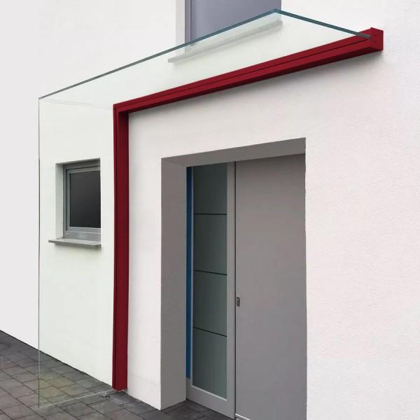 Montiertes Vordach mit Seitenwindschutz in individueller Farbe