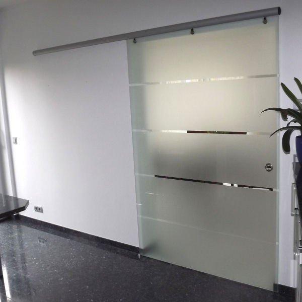 Glas-Schiebetür mit Aluminium-Beschlag