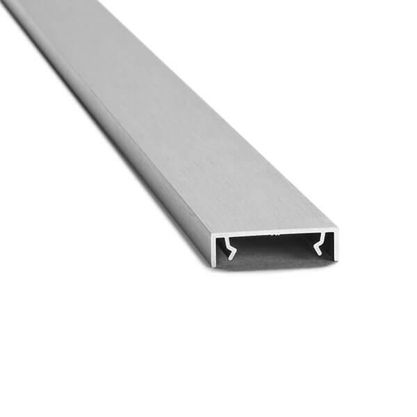 Flaches Aluminiumprofil mit Klemmböcken zum einklemmen zwischen Glasscheiben in Edelstahloptik