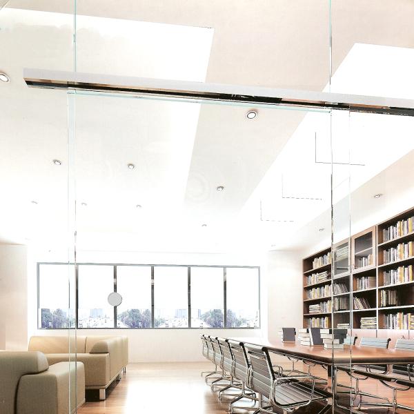 Schiebetür System für die Wandmontage oder im Glas mit Zusatzkomponenten